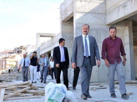 Başkan Akgül şantiyeleri gezdi