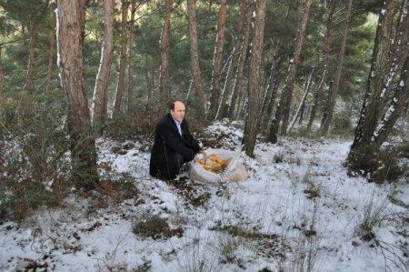 Başkan Ok, yaban hayvanları için kent ormanına bayat ekmek bıraktı