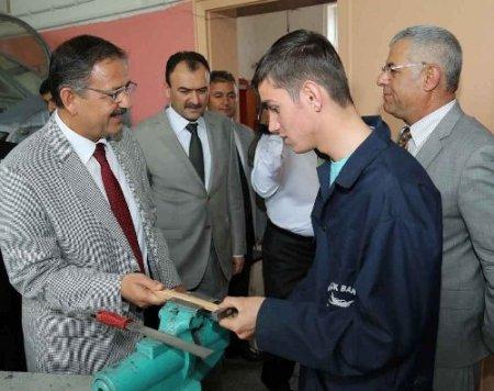 Başkan Özhaseki, meslek lisesi öğrencileriyle yemek yedi