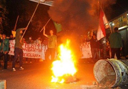 Benzin sübvansiyonunun azaltılması Endonezya'yı karıştırdı
