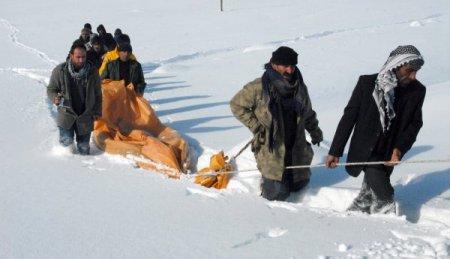 Berivan, brandayla kar üstünde 9 kilometre sürüklenerek ambulansa ulaştı