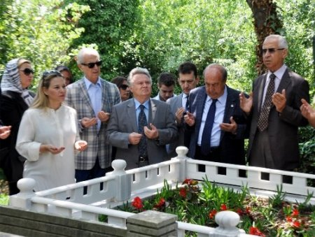 Beşiktaş'ta Üstünkaya mezarı başında anıldı