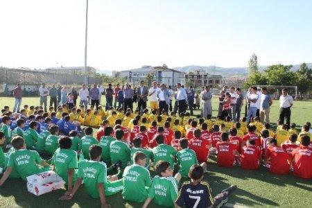 Bingöl'de yaz futbol okulu öğrencileri çalışmalara başladı