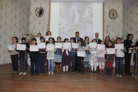 Bornova Belediyesi 300 genç kâşife belge verdi