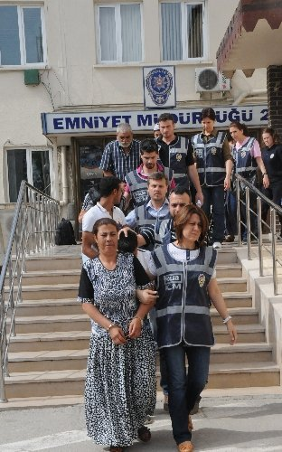 Bursa polisinden şafak vakti uyuşturucu operasyonu: 30 gözaltı