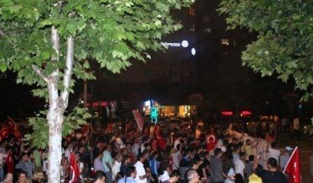 Bursa'da binlerce kişi FSM Bulvarı'nda trafiği kapatarak eylem yaptı