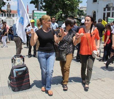 Bursa'da KESK üyeleri Taksim Gezi Parkı için yürüdü