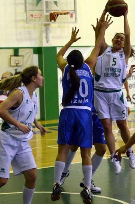 Büyükşehir'in perileri İzmir ekibine fark attı