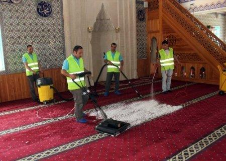 Camilerde Ramazan öncesi temizlik çalışması başlatıldı