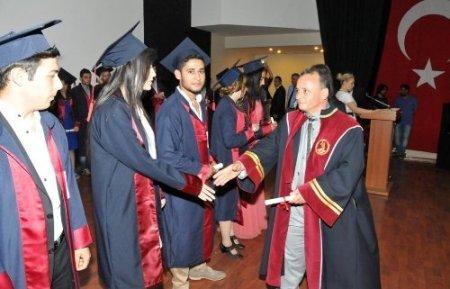 Çarşamba Ticaret Borsası Meslek Yüksekokulu'nda 440 öğrenci mezun oldu