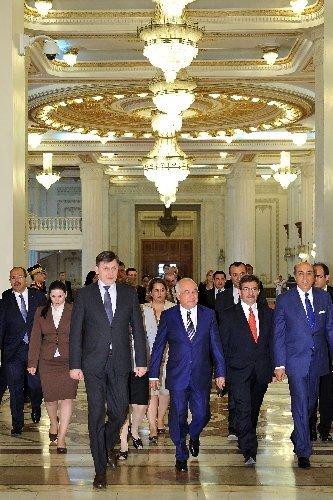 Cemil Çiçek, Romanya Senato Başkanı Crin Antonescu ile görüştü