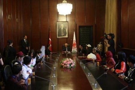 Cemil Çiçek, Türkçe Olimpiyatı öğrencilerini kabul etti