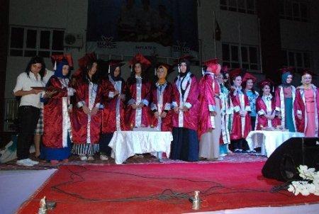 Ceyhan Burç Koleji'nde mezuniyet coşkusu