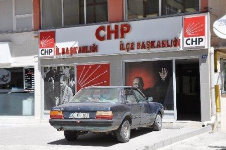 CHP önüne aracını bırakan inşaat işçisi bomba paniğine neden oldu