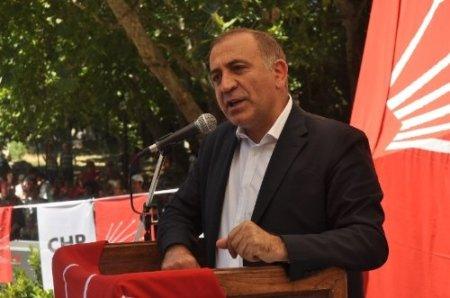 CHP'li Gürsel Tekin'den 'müftü karısıyım' oyununa kınama