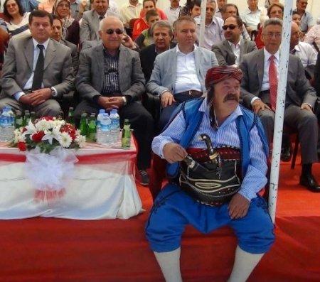 Çiçek: Pir Sultan'ın, Aşık Veysel'in söylediği hep birlik, huzur, kardeşliktir