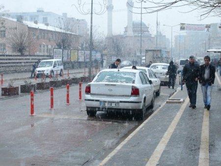 Cizre'ye yılın ilk karı düştü