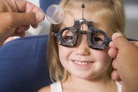 'Çocukların 2-4 yaş arasında mutlaka göz muayenelerinin yapılması gerekir'
