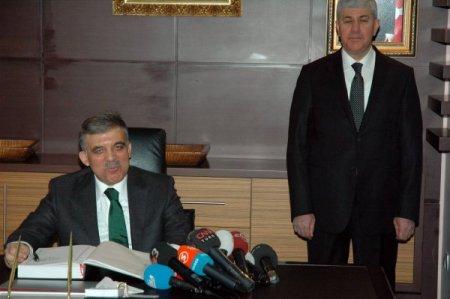 Cumhurbaşkanı Gül: Paris'teki olayın perde arkası için birkaç güne ihtiyaç var