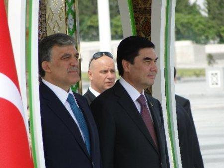 Cumhurbaşkanı Gül'e Türkmenistan'da özel karşılama