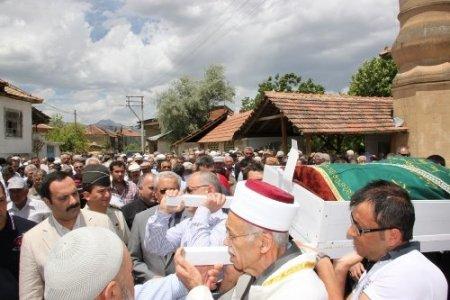 Danıştay 5. Daire üyesi Davaz'ın vefat eden babası son yolculuğuna uğurlandı