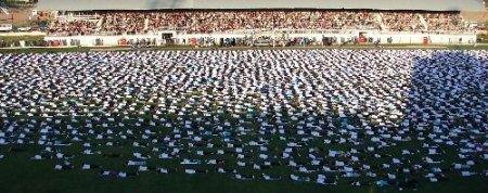 Denizli'de 3 bin 486 kadın, pilates yaprak dünya rekoru kırdı