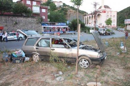 Direksiyon hakimiyetini kaybeden sürücü takla attı; 3 yaralı