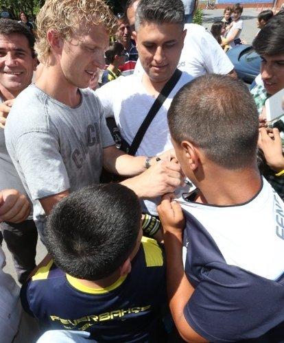 Dirk Kuyt Fenerbahçe Spor Okulları öğrencileriyle bir araya geldi