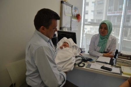 Doğuştan yemek borusunun bir kısmı bulunmayan bebek tedavi edildi