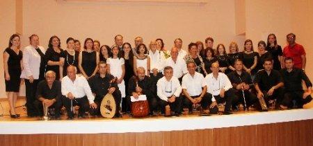 Döşemealtı'nda kursiyerler Türk sanat müziği konseri verdi