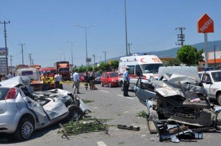 Edremit'te trafik kazası: 2 ölü