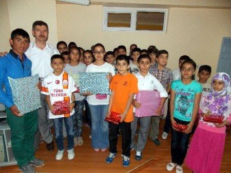 EHİDER Okuma Salonları, başarılı öğrencileri ödüllendirdi