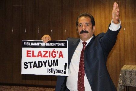 Elazığ'da duran adam protestosu