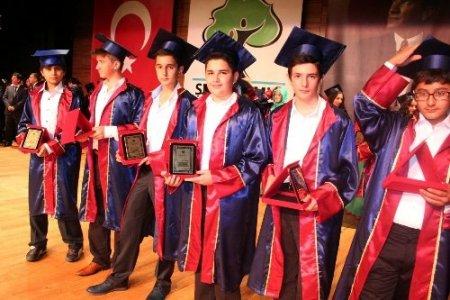 Emine Nakıboğlu Koleji, 13. dönem mezunlarını uğurladı