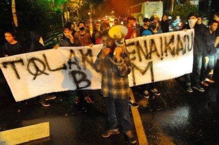 Endonezya'da benzin protestoları artıyor