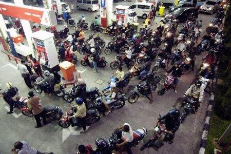 Endonezya'da sübvanse benzine zam yapıldı