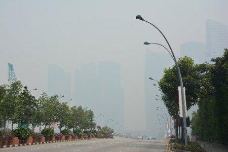 Endonezya'daki orman yangınları Singapur'u duman altında bıraktı