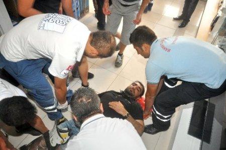 Eşya taşırken asansör boşluğuna düşen şahıs yaralandı