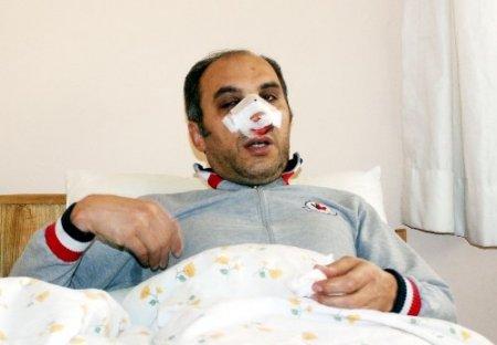 Eylemciler, 'sivil polis' diye öğretmeni hastanelik etti