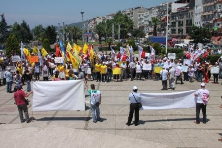 Eylemcilerle polis arasında afiş gerginliği