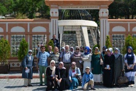 Eyüp Kız Anadolu Lisesi öğrencileri, Atıf Hoca Anıt Mezarı'nı ziyaret etti