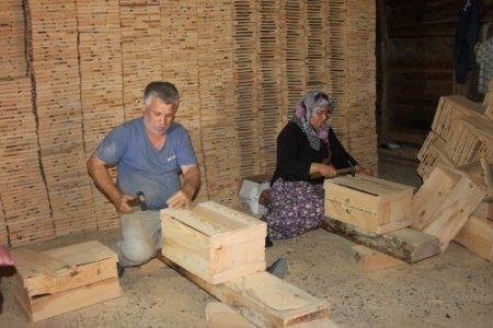 Fabrikayla yarışan sandık işçileri