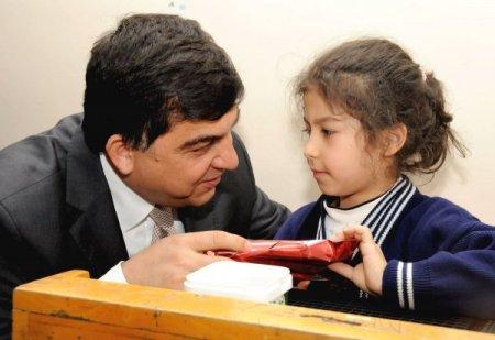 Fadıloğlu, görme engelli öğrencileri yalnız bırakmadı