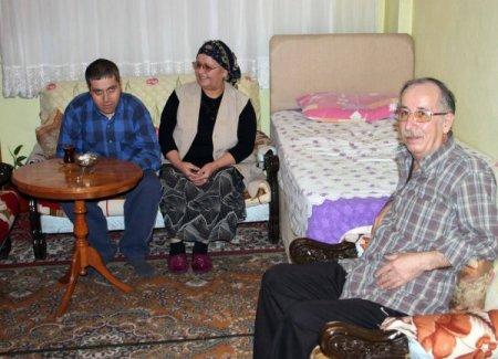 Fedakar koruyucu aile, özürlü olmasına rağmen çocukları Cumhur'a sahip çıktı