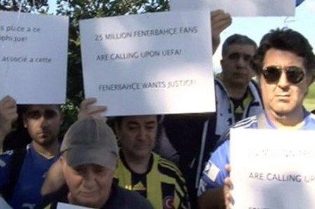 Fenerbahçe taraftarı Nyon'da yönetimi yalnız bırakmadı
