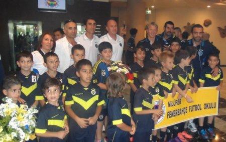 Fenerbahçe'yi Bursa'da, Nilüfer Futbol Okulu'nun minik sporcuları karşıladı