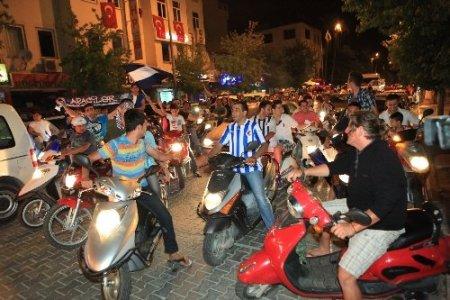 Fethiyespor'un PTT 1'nci lige yükseldi, şehir bayram yerine döndü