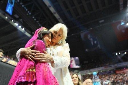 Final gecesinde Ajda Pekkan, Azerbaycanlı Ayten'e sarıldı