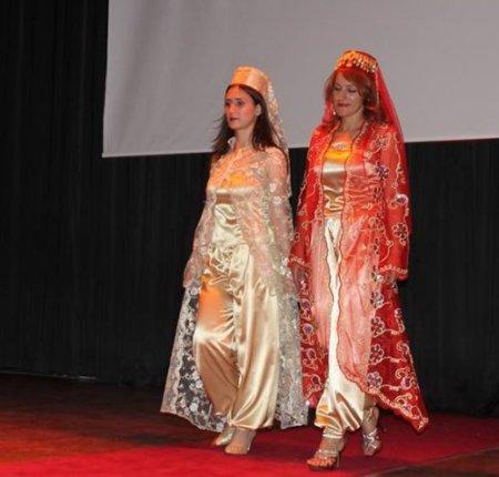Fırat Üniversitesi öğrencileri tasarladığı kıyafetleri sergiledi