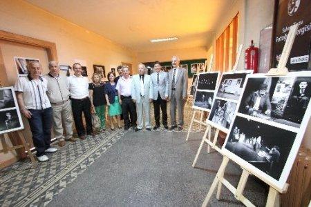 Gazeteci Öksüz, tiyatrocuları konu alan fotoğraf sergisi açtı